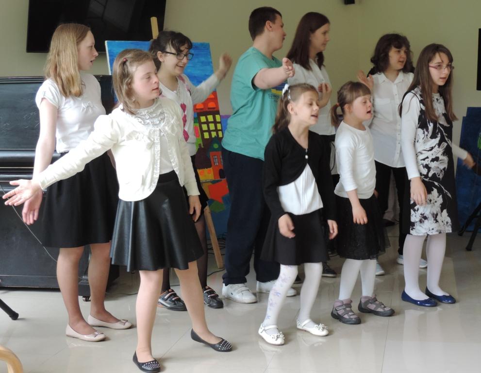 Na scenie - najmłodsi artyści.
